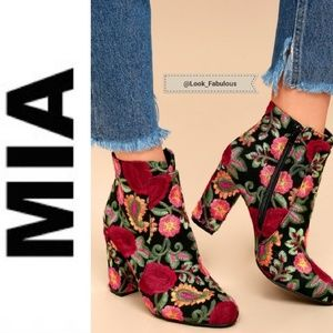 NWT MIA FLORAL EMBROIDERED BOOTS